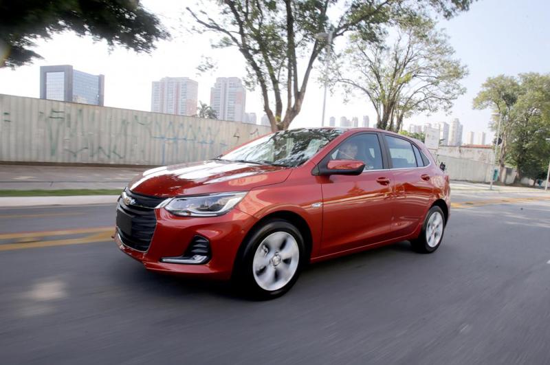 Imagem referente à notícia Novo Chevrolet Onix 2020, agora na versão hatch, mostra agilidade