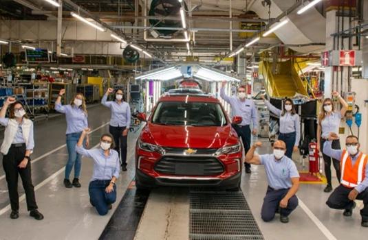 Imagem referente à notícia Chevrolet Tracker alcança 100 mil unidades produzidas